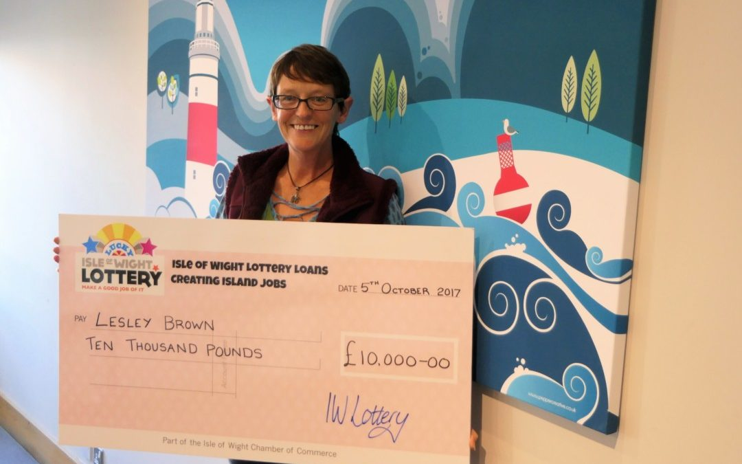 £10,000 Isle of Wight Lottery celebrations for Lesley